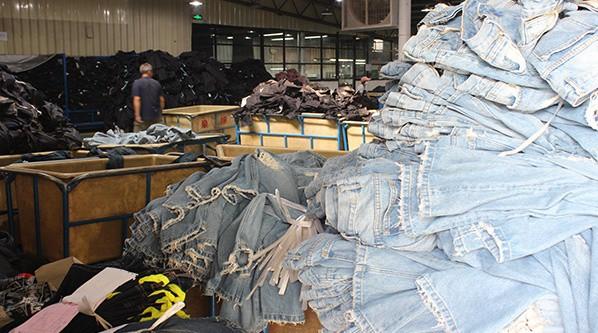 , Indigo Washing Laundry – Pre-washed Jeans